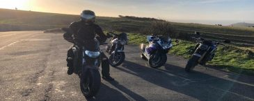 Motorräder bei Sonnenuntergang