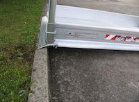 Fahrzeugrampen mit faltbarem Geländer